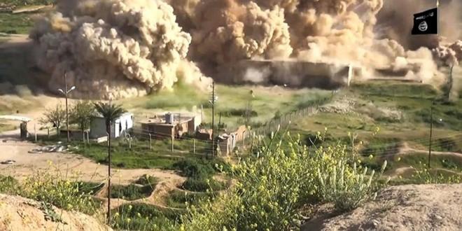 DAIŞ'a ku li Nimrûda Iraqê, ji xezneyên çandî yên qadên parastî bi teqemeniyan tune dike, di dîmenan de derdikeve ber çavan.